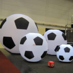 aufblasbarer riesenfussball für events mieten