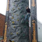 Kletterberg mit Bannern mieten