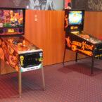 2 Flipperkasten Flipperautomaten