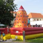 air-aufblasbarer-kletterberg-mieten-04