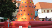 Aufblasbarer Kletterberg für Events mieten