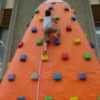 air-kletterberg-kletterturm-aufblasbar