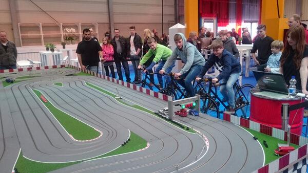 Fahrradbetriebene Rennbahn mieten