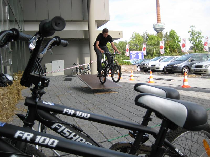 bmx rad parcours mieten fahrrad parcour mit hindernissen. Black Bedroom Furniture Sets. Home Design Ideas
