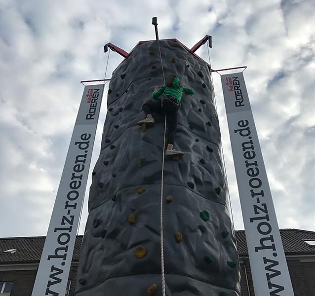 Bannerwerbung an der Kletterwand