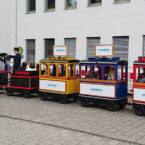 Die elektrische Bimmelbahn mit Werbeschildern mieten