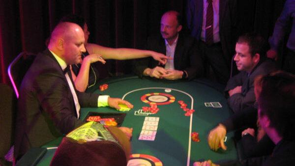 Mobiles Casino Pokertisch mit Croupier mieten