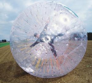 Zorbing ball mieten zorbing als eventattraktion for Riesenball zum reinsetzen