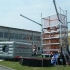 riesen-kletterturm-mit-trampolin-kletterwand-mieten