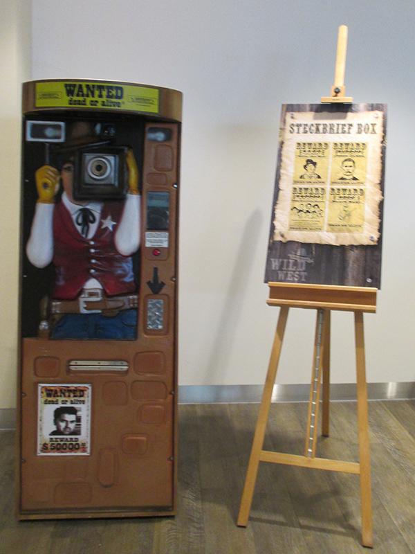 Western Steckbrief Automat mieten