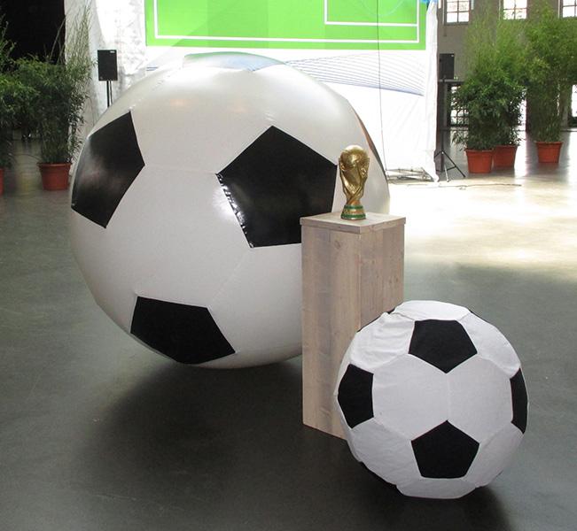 Riesigen Fußball mieten
